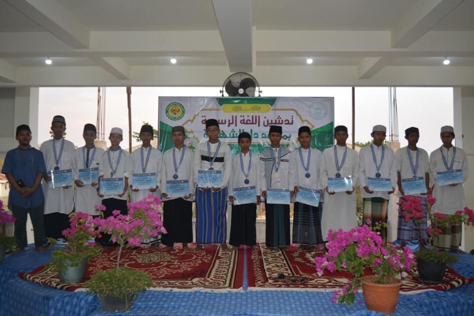 Pembagian Hadiah Lomba Bagian Bahasa di Masjid Baitul Makmur