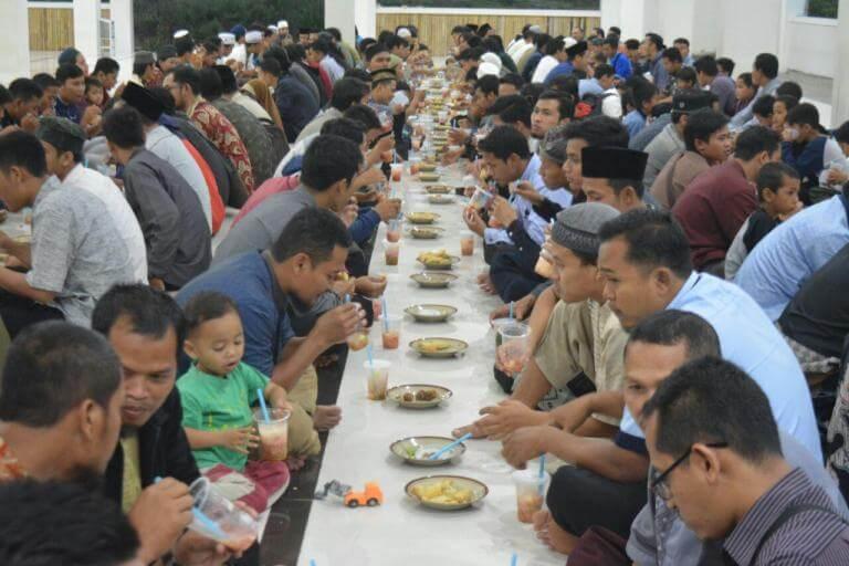 Suasana Buka Bersama Di Masjid Baitul Makmur
